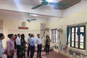 TP. Hải Phòng yêu cầu huyện rút kinh nghiệm vụ để vữa trần phòng học rơi đầu học sinh