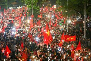 Đất nước tôi những ngày rợp cờ đỏ sao vàng