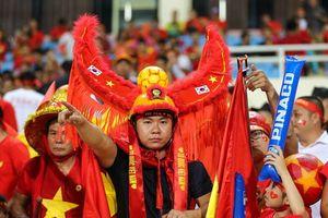 Muôn kiểu dụng cụ ' tiếp lửa' của CĐV Việt Nam