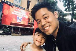 Dương Trần Nghĩa tiết lộ: 'Thu nhập từ nghệ thuật chỉ chiếm 30% kinh tế gia đình'