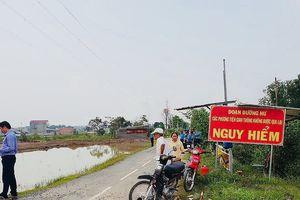 Người dân cầu cứu vì có đường mà không đi được