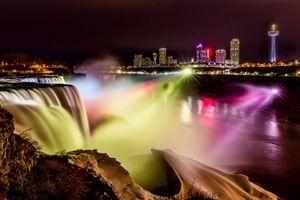 Màn trình diễn đèn sắc huyền ảo ở lễ hội Ánh sáng thác Niagara