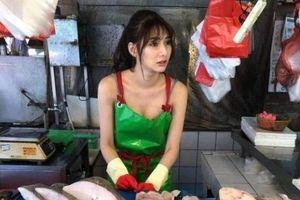 9X xinh đẹp bỗng dưng nổi tiếng sau một lần bán cá phụ mẹ ở chợ