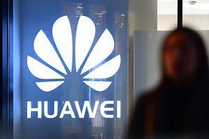 Cuối năm, sóng gió vẫn chưa buông tha Huawei