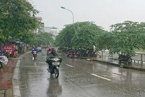 Không khí lạnh tràn về, Hà Nội mưa rào và rải rác, trời rét