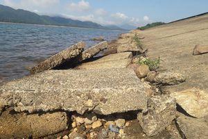 Sạt lở bờ hồ Kẻ Gỗ sức chứa hơn 345 triệu m3 nước