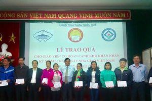 CĐ Giáo dục tỉnh Thừa Thiên Huế phối hợp trao quà cho nhà giáo