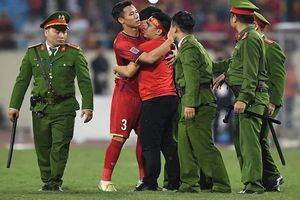 Hành động đẹp của đội trưởng đội tuyển Việt Nam sau trận tái đấu Philippines