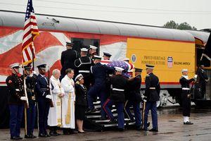 Cận cảnh đoàn tàu đưa cố Tổng thống Bush 'cha' về nơi an nghỉ