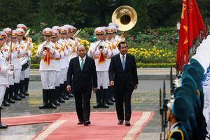 Thủ tướng Nguyễn Xuân Phúc chủ trì lễ đón trọng thể Thủ tướng Hun Sen