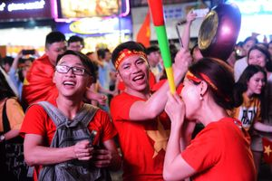 Người Sài Gòn thâu đêm mừng chiến thắng, sẵn sàng cùng tuyển Việt Nam 'đại chiến' Malaysia