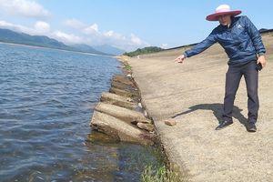 Mái thượng lưu đập chính hồ Kẻ Gỗ sạt lở nghiêm trọng
