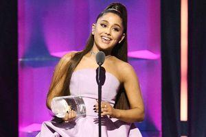 Hủy show liên tục, Ariana Grande vẫn là 'Người phụ nữ của năm'