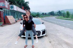 Showbiz 7/12: Đàm Thu Trang khoe ảnh được Cường Đô la cõng trên lưng