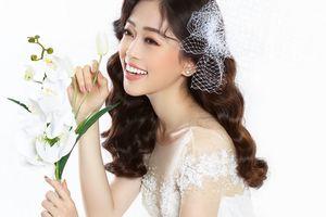 Á hậu Phương Nga đẹp ngẩn ngơ khi lần đầu thử váy cưới