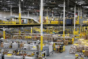 Robot khiến hàng chục công nhân Amazon phải nhập viện