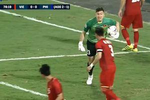 Văn Lâm và Ngọc Hải lên tiếng về vụ cãi vã nhau ngay trong trận đấu Philippines