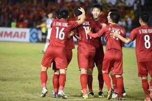 Báo Anh: 'Tiền vệ nhỏ bé đưa Việt Nam vào chung kết'