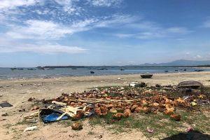 Quảng Nam: Rác bủa vây đảo Tam Hải do chưa thống nhất việc xử lý