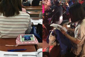 Đi 'bão' mừng ĐT Việt Nam thắng Philipines, sinh viên mang theo cả sách vở ôn thi khiến dân mạng cười ngất