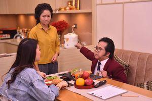 Giải vàng siêu mẫu Quỳnh Hoa bất ngờ bị NS Bạch Long 'nổi cơn tam bành', đuổi ra khỏi nhà trong sitcom Hoán đổi thanh xuân