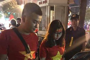 Hà Nội: Đôi thanh niên vận chuyển hơn 30 quả pháo sáng đi cổ vũ bóng đá bị tạm giữ
