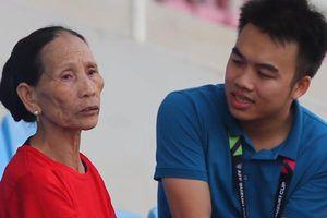 Rơi nước mắt với tuổi thơ vắng cha mẹ của Phan Văn Đức qua lời kể xúc động từ bà nội