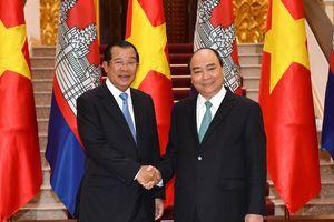 Việt Nam - Campuchia ký 5 văn kiện hợp tác