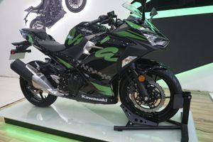 Ngắm xe mô tô Kawasaki Ninja 400 ABS 2019 với 2 bộ tem đặc biệt vừa ra mắt
