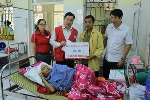 Hỗ trợ gia đình người phụ nữ bị tai nạn qua cơn bĩ cực