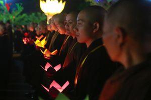 Lung linh, rực rỡ lễ truyền đăng tưởng niệm Phật hoàng Trần Nhân Tông