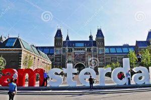 6.000 lượt selfie mỗi ngày khiến biểu tượng nổi tiếng 'I amsterdam' bị dỡ bỏ