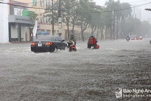 Toàn cảnh TP Vinh ngập sâu trong mưa lớn