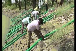 Ấn Độ: Hút cạn hồ nước vì phát hiện xác cô gái nhiễm HIV
