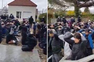 Dân Pháp phẫn nộ cảnh sát bắt học sinh, bắt quỳ như xử bắn