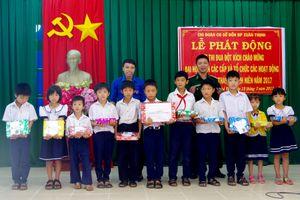 Huy động các nguồn lực giúp đỡ học sinh nghèo