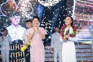 Nữ sinh Hương Giang đăng quang Én Vàng Học Đường 2018