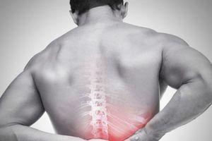 Khi thấy dấu hiệu đau vùng cột sống, tê chân đừng coi thường đó có thể do căn bệnh rất nguy hiểm