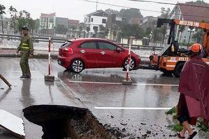 Nghệ An: Mưa lớn kéo dài, xuất hiện hố 'tử thần'