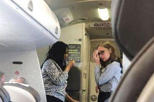 Hành khách than trời như bị 'nung chín' trong nhiệt độ gần 50 độ C trên máy bay