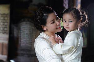 Mẹ con Hà Kiều Anh trở lại sàn diễn Vietnam Junior Fashion Week