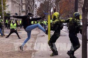 Đã có đụng độ giữa người biểu tình 'Áo vàng' và cảnh sát Pháp