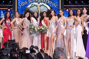 Minh Tú khoe 'thần thái' rạng rỡ trong đêm chung kết Miss Supranational 2018… mặc dù đứng cạnh Tân Hoa hậu