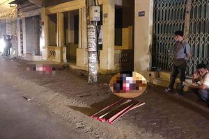 2 thanh niên đi xe máy tông vào cửa sắt nhà dân chết thảm