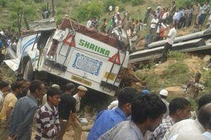 30 người thương vong trong vụ xe buýt rơi xuống đèo tại Ấn Độ