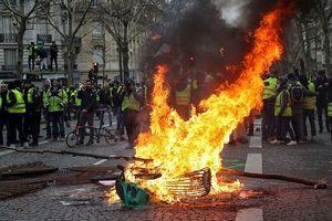 Biểu tình tiếp tục nổ ra ở Pháp, hơn 700 người bị bắt giữ