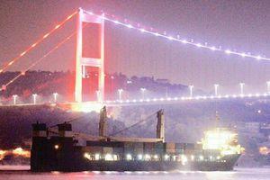 Tàu chiến Nga chở đầy vũ khí thẳng tiến đến cảng Syria