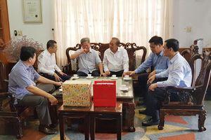 Phó Thủ tướng Thường trực Trương Hòa Bình thăm Mẹ Việt Nam Anh hùng Nguyễn Thị Thảng