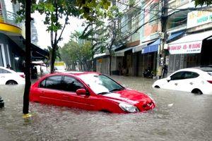 Đà Nẵng: Mưa đến tối, nước vẫn tiếp tục dâng cao