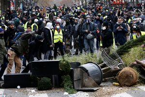 Xe bọc thép và hơi cay - Paris 'căng như dây đàn' nhưng chưa bạo loạn